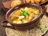 Супа със свинско месо, картофи, моркови, бял боб и зелен фасул (зелен боб) от консерва или буркан